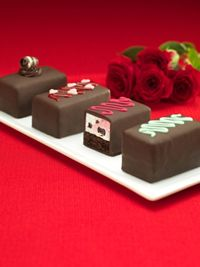 "Baskin-Robbins Sweetens February with Introduction of Valentine's Day Ice Cream Cake Bites and ""Box of Chocolates"""